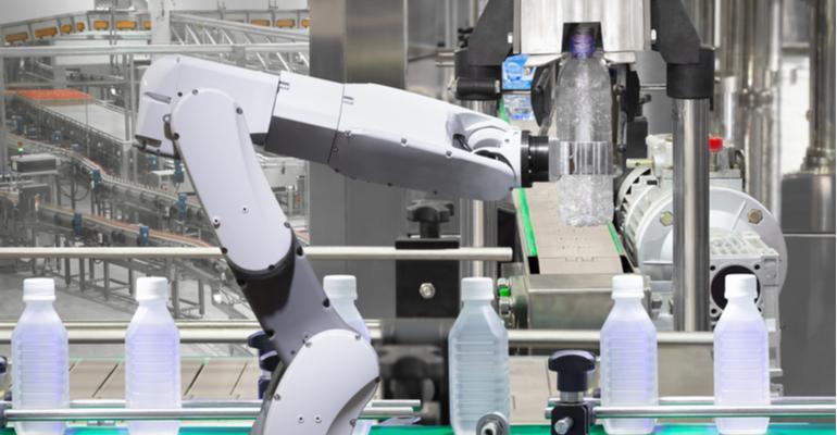 robôs na indústria do plástico