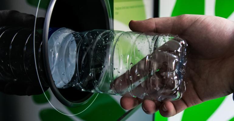Logística reserva na indústria do plástico