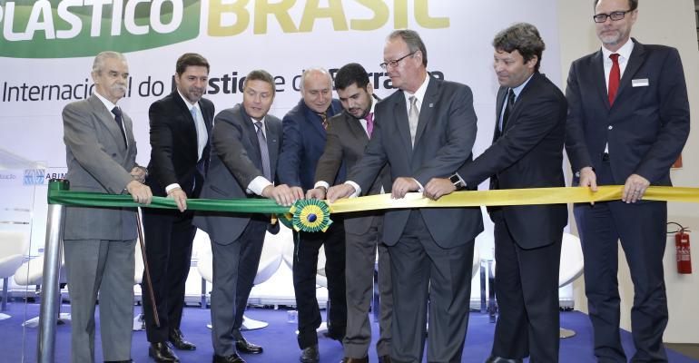 plastico-brasil-abertura