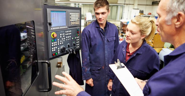 Treinamentos personalizados na indústria do plástico